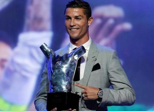 Cristiano Ronaldo Raih Gelar Pemain Terbaik Eropa 2017